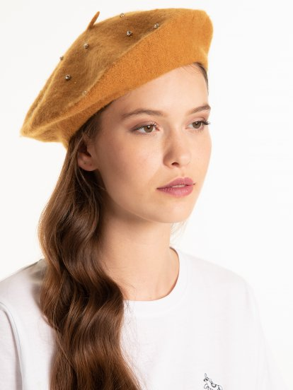 Beret with small stones