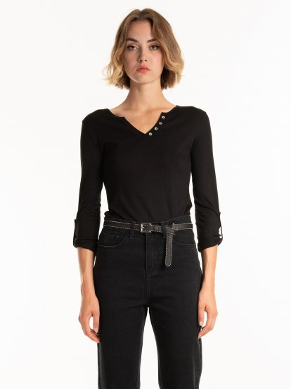 Basic ribbed top with buttons