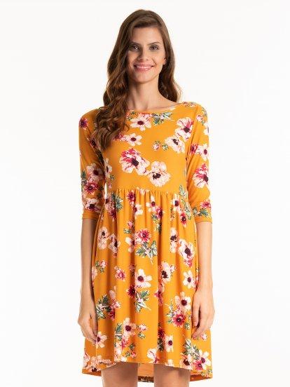 Sukienka w kwiatowy nadrukiem