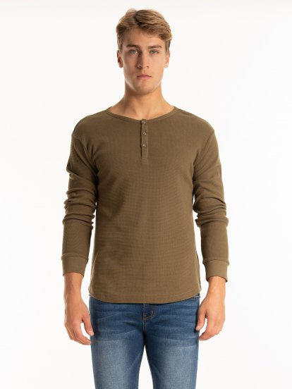 Waffle knit t-shirt with buttons