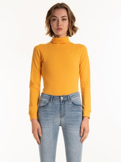 Basic cotton rollneck t-shirt