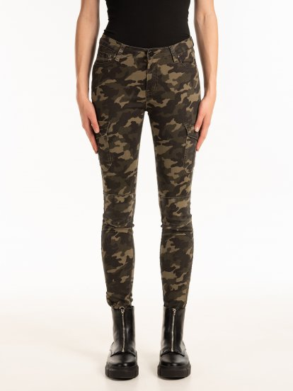 Camo print skinny trousers with zippers