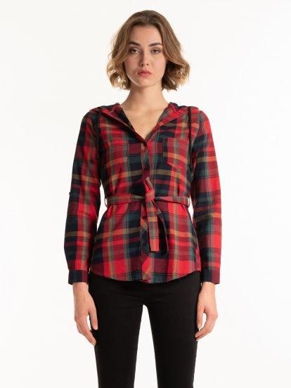 Dlhá károvaná košeľa s kapucňou a opaskom
