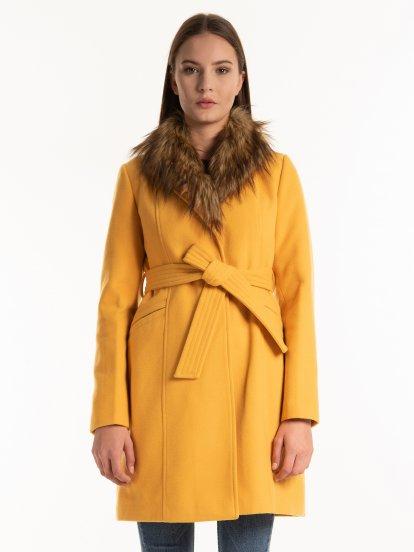 Kabát s páskem a odnímatelnou umělou kožešinou