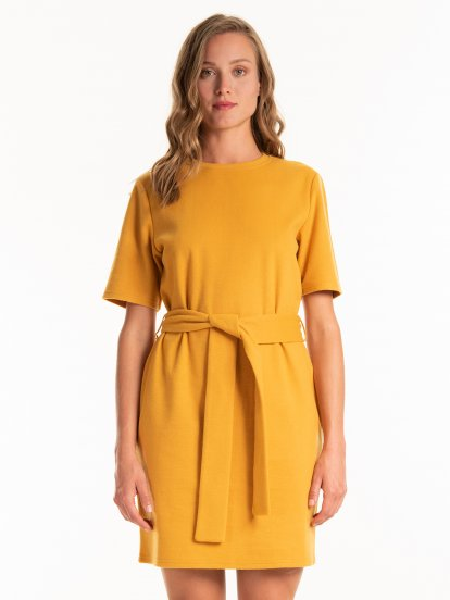 Fine knit dress with belt