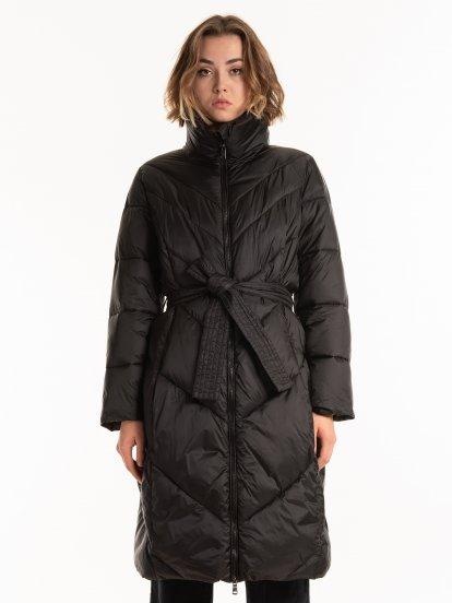 THINK GREEN: Długa pikowana kurtka z watoliną wykonaną z poliestru z recyklingu