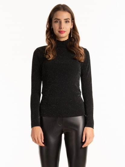 Turtleneck top with metallic fibre
