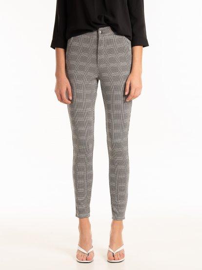 Elastyczne spodnie w kratę