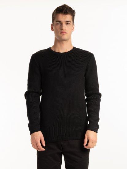 Žebrovaný svetr