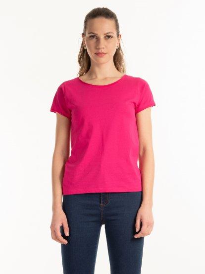 Jednoduché tričko s neopracovaným lemem