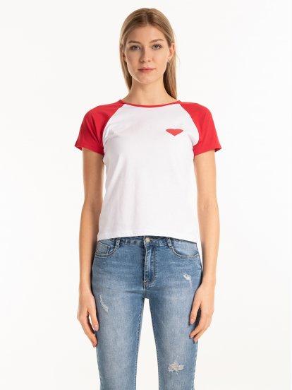 Bavlnené tričko s potlačou a kontrastnými raglánovými rukávmi