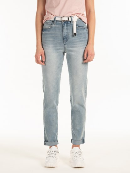 High waist mom-fit jeans