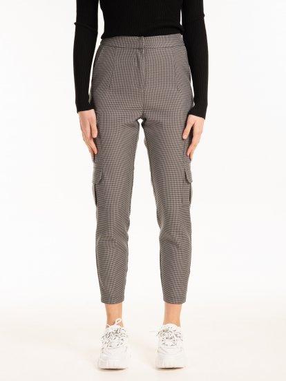 Nohavice cargo s pepitovým vzorom