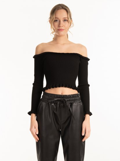 Off the shoulders ruffle jumper
