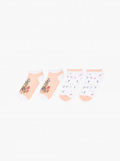 Sada dvoch párov vzorovaných ponožiek