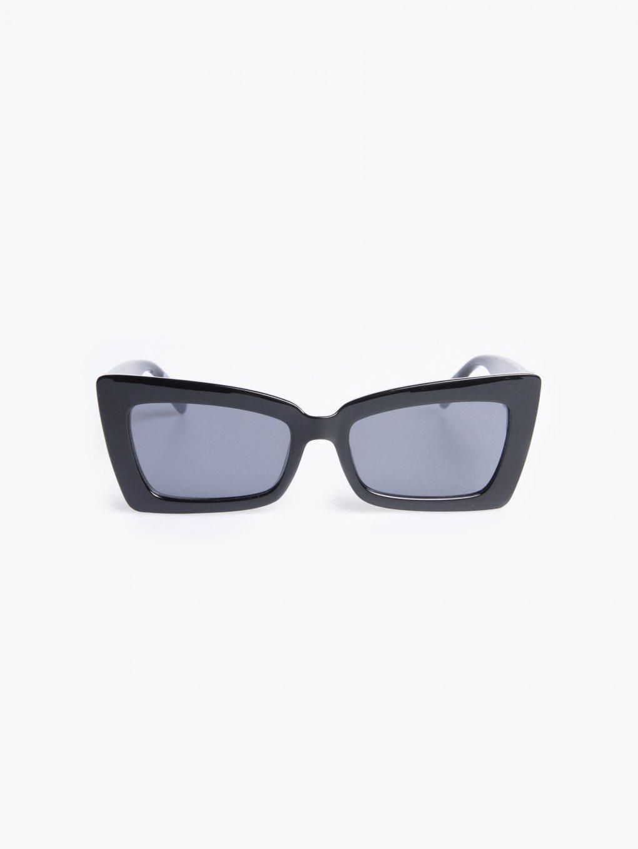 Hranaté slnečné okuliare