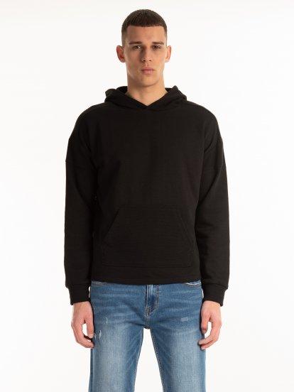 Sweatshirt with taped hood