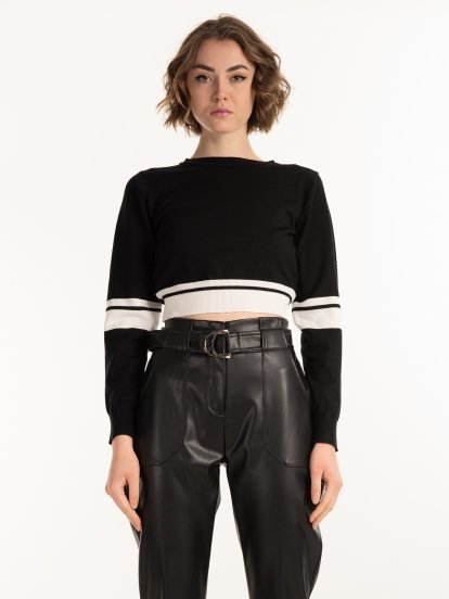 Cropped jumper with white stripes