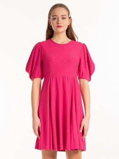 Strukturované šaty s nabíranými rukávy