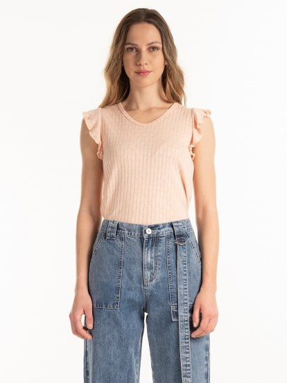 Structured top with ruffles