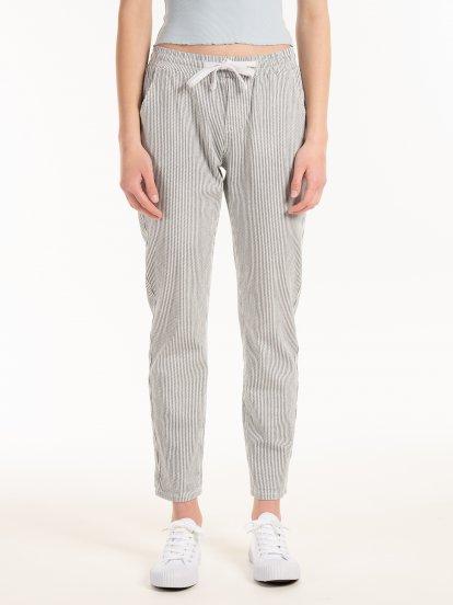 Elastyczne spodnie w paski