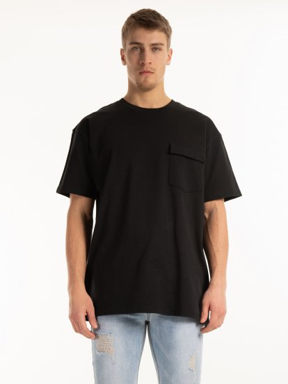 Oversized tee with chest pocket