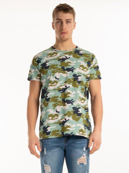 Koszulka z nadrukiem kamuflażu