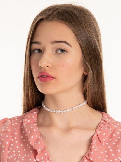 Náhrdelník s falošnými perlami