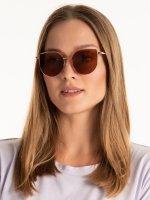 Okulary przeciwsłoneczne z lustrzanymi szkłami