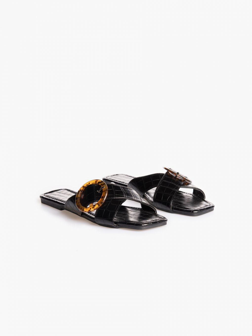 Croc-effect slides with buckle