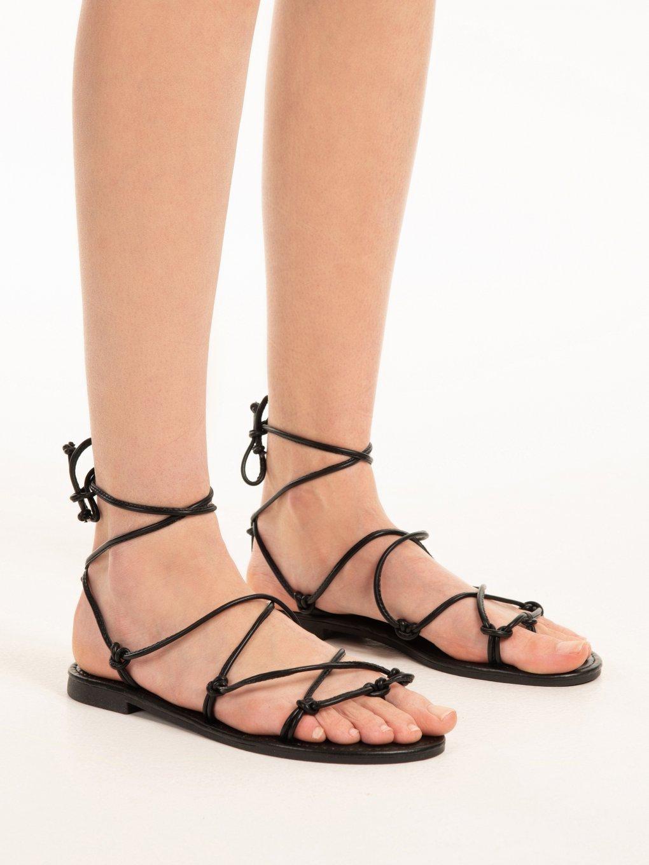 Šněrovací sandály