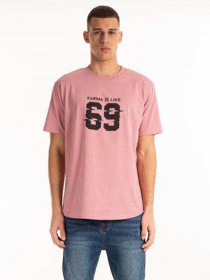 Szeroka koszulka z nadrukiem