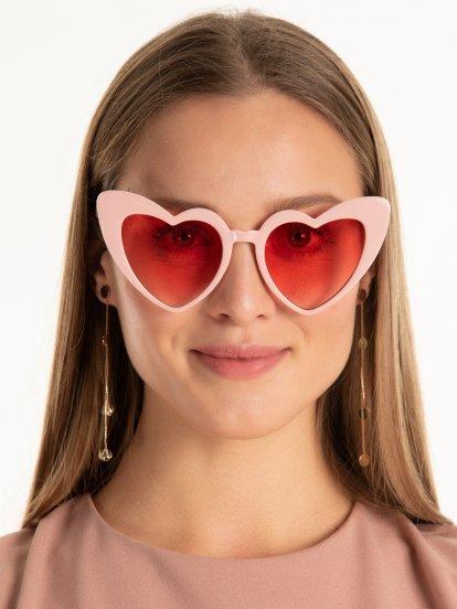 Okulary przeciwsłoneczne z oprawką w kształcie serca