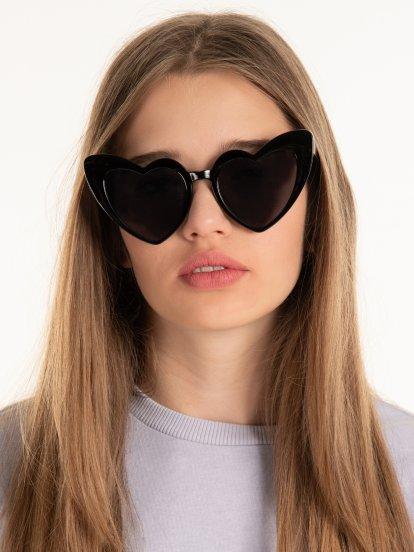 Slnečné okuliare s rámom v tvare srdca