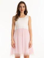 Šaty s tylovou sukňou