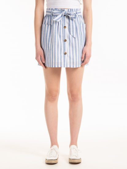 Mini sukňa so zapínaním na gombíky