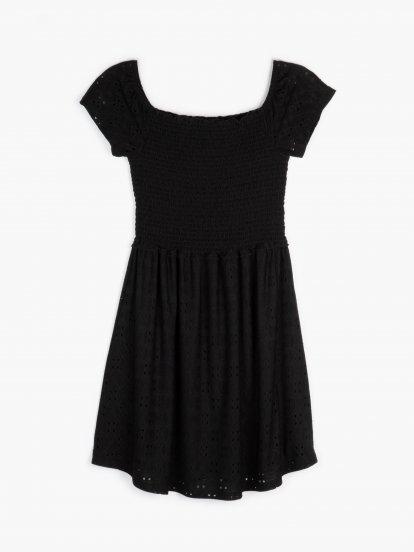Šaty s odhalenými rameny