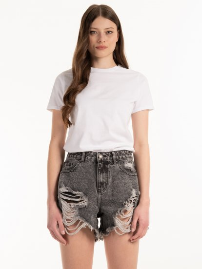Basic cotton t-shirt with scoop hem