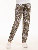 Nohavice s kvetinovou potlačou