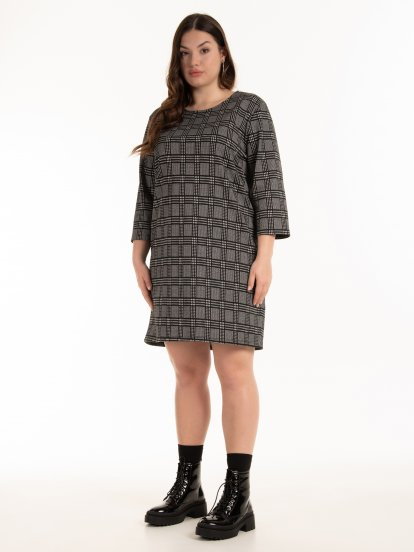 Kárované šaty s metalickým vláknom