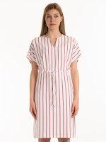 Prúžkované tunikové šaty