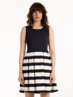Šaty s prúžkovanou sukňou