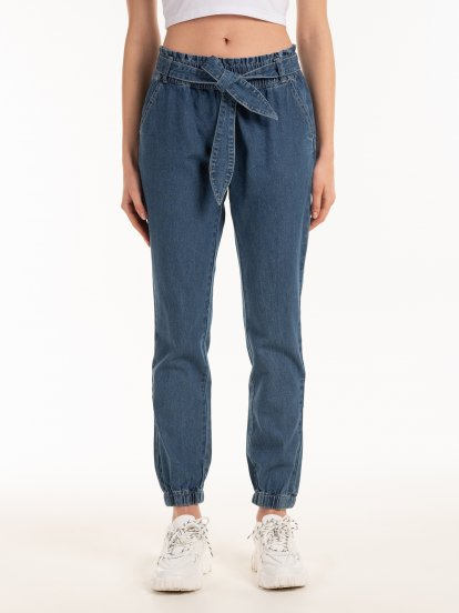Jogger fit jeans with belt
