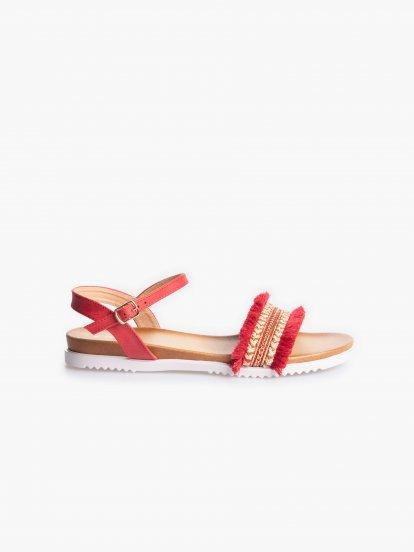 Sandále so strapcami