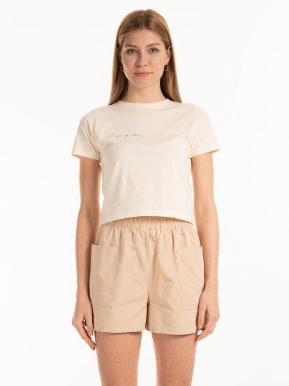 Krátke bavlnené tričko s výšivkou