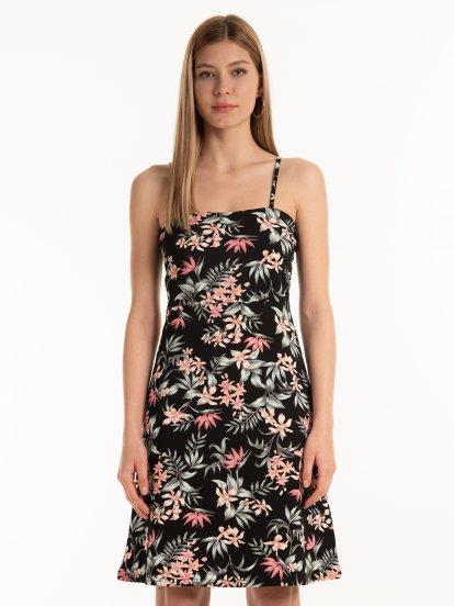 Sukienka w kwiaty na ramiączkach