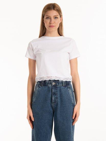 Krótka bawełniana koszulka z koronką