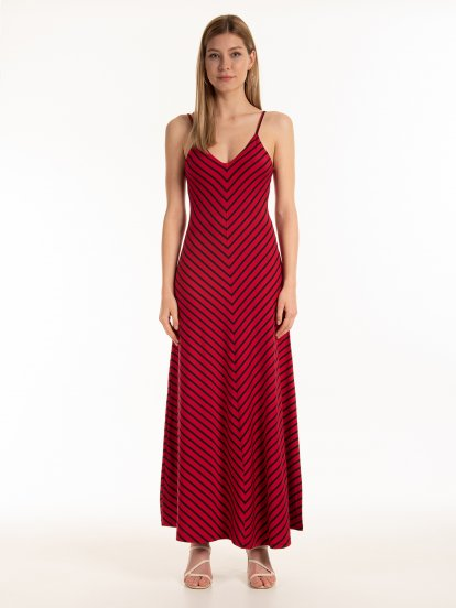 Dlouhé proužkované šaty