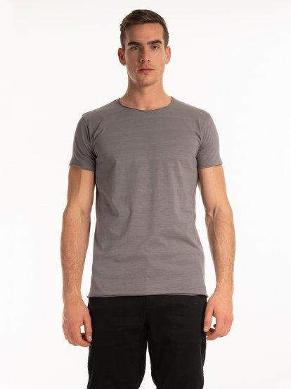 Základné tričko slim fit s neopracovaným lemom