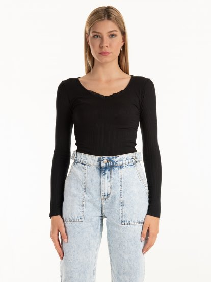 Ribed top with lace